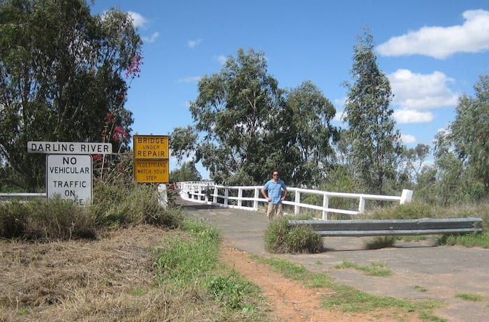 The bend in Old Bourke Bridge, looking west to east.