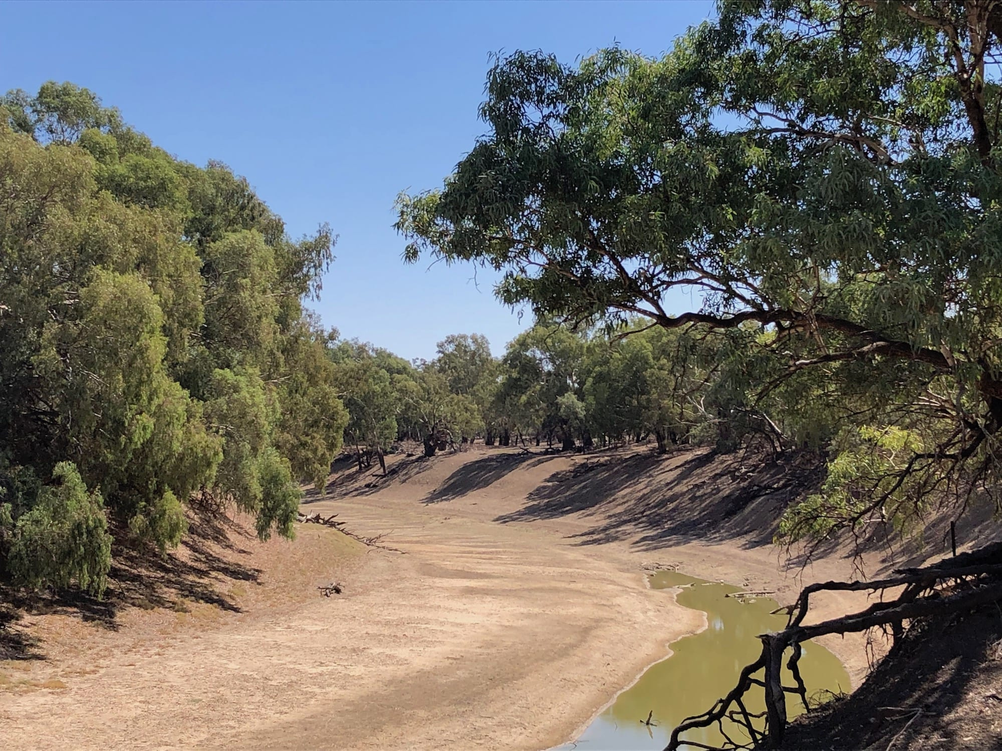 Bone dry Darling River south of Tilpa in April 2018. Murray Darling Basin.